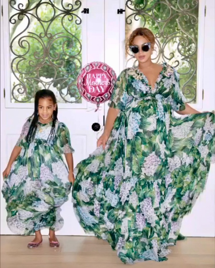 Beyonces Dolce Gabbana Hydrangea Printed Dress