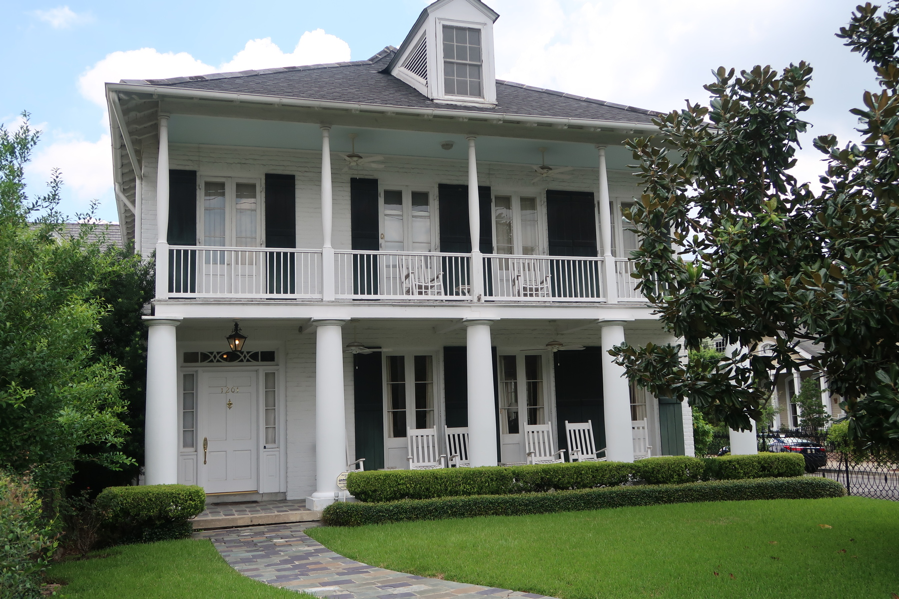 Cruising Through the New Orleans Garden District | Naturally Glam