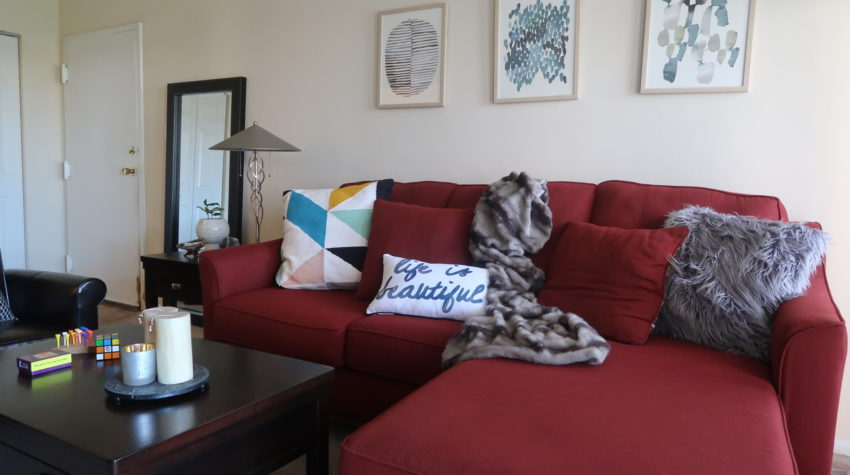 3 Ways to Work Around a Red Sofa When Styling Your Living Room Decor